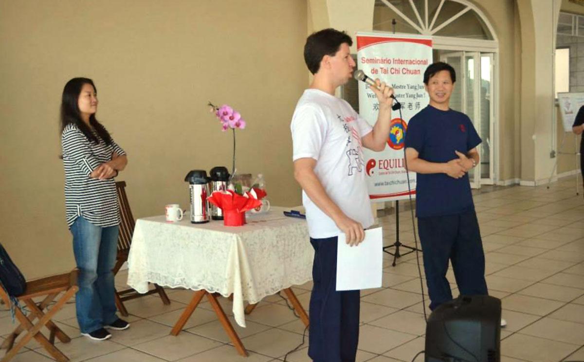 Prof. Fernando, Mestre Yang Jun e Mestra Fang Hong