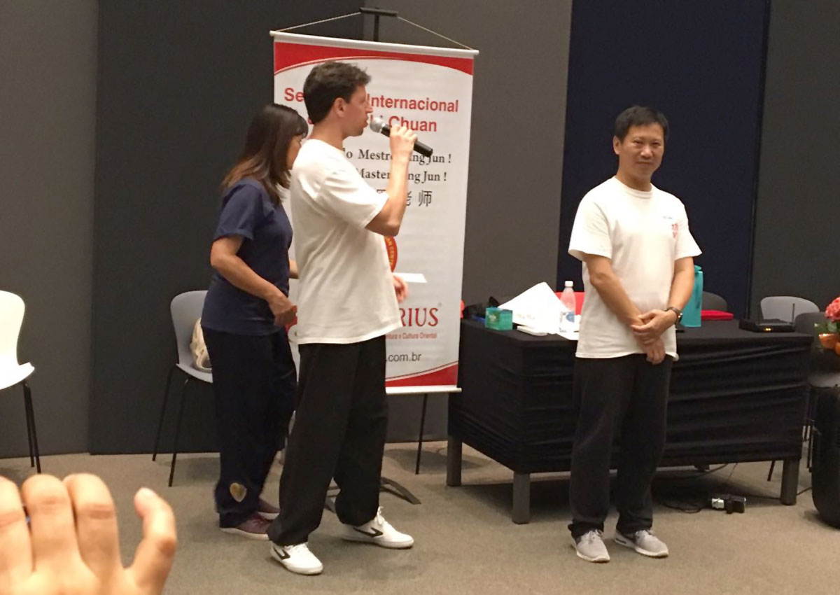 Mestre Yang Jun, Prof. Fernando e Profa. Angela Soci
