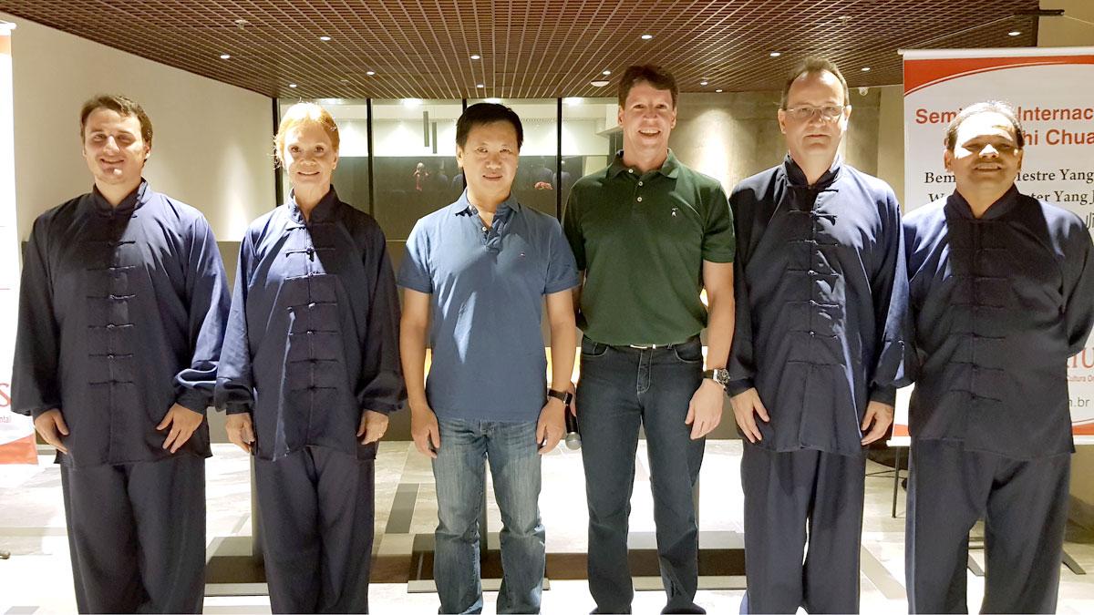 Equipe de Apresentações do EQUILIBRIUS com o Mestre Yang Jun