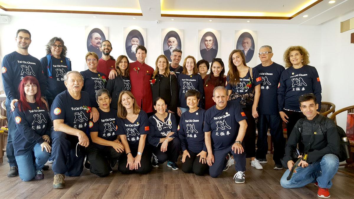 Nosso grupo na nova Sede da Associação Internacional de Tai Chi Chuan, na cidade de Kunming, capital da Província de Yunnan