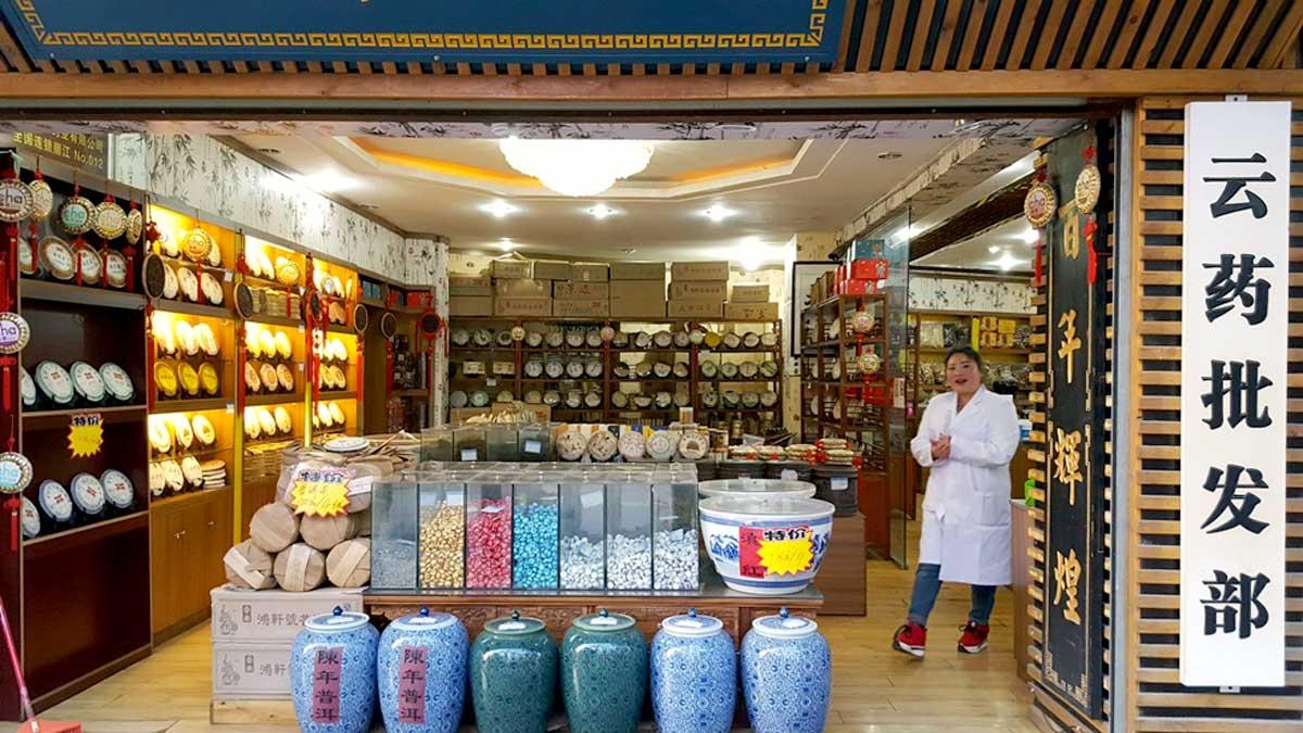 Loja tradicional especializada em chás, na cidade de Lijiang na Província de Yunnan