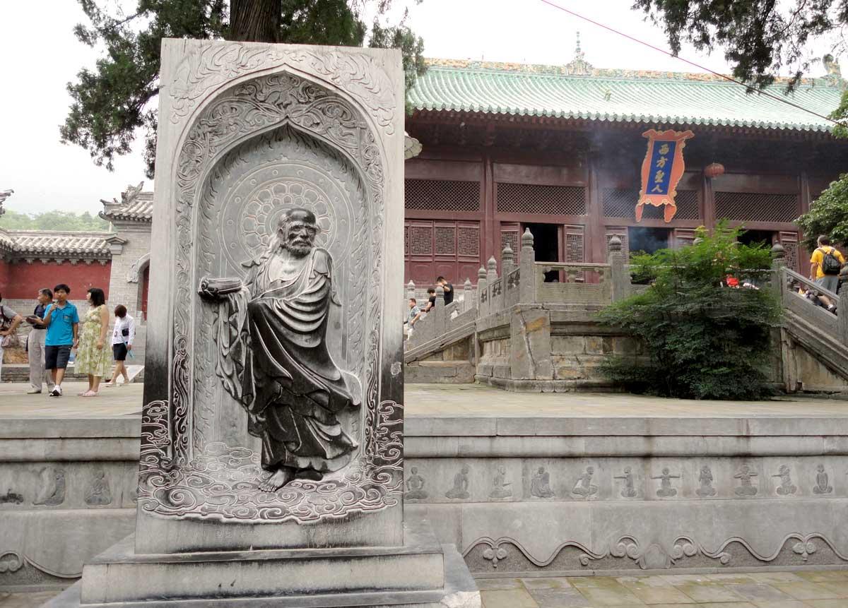 Estátua de Bodhidharma dentro do complexo do Templo Shaolin, Província de Henan