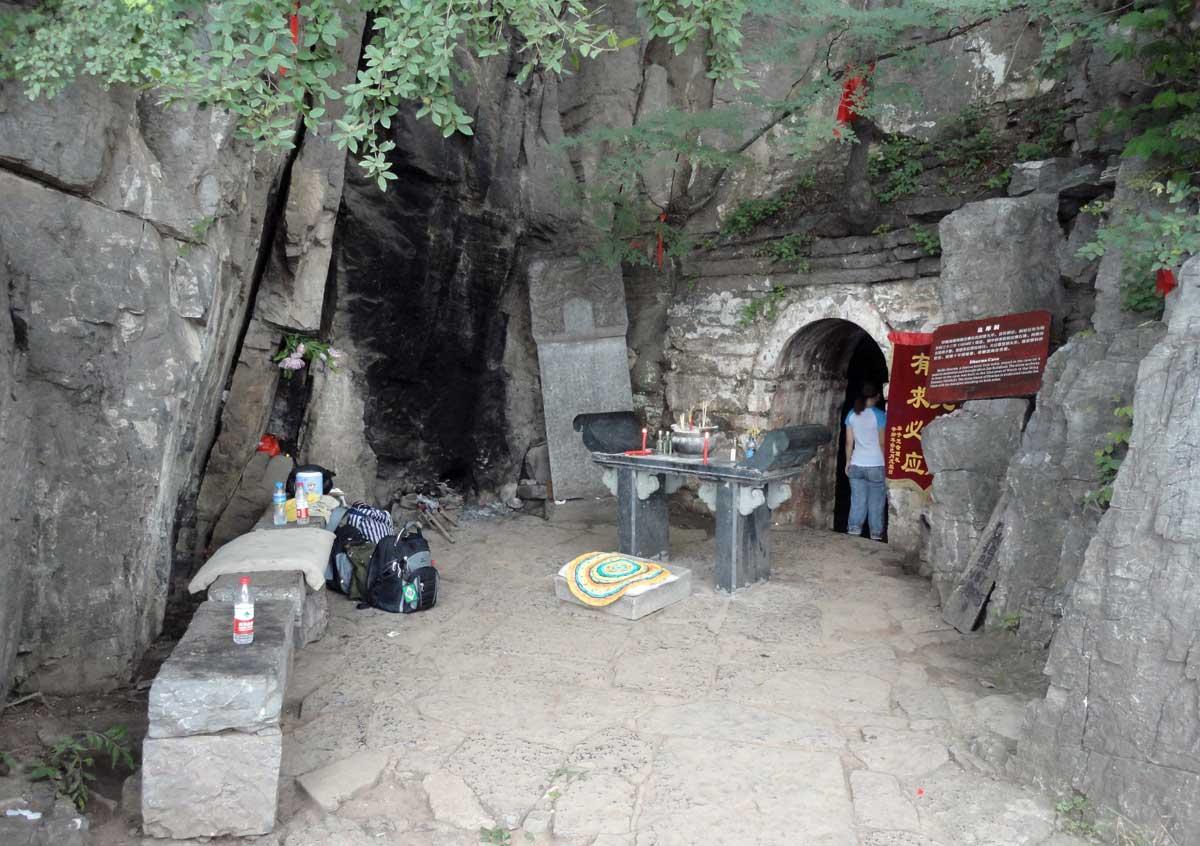 Caverna onde Bodhidharma (28º Patriarca do Zen Budismo) meditou 9 anos, perto do Templo Shaolin