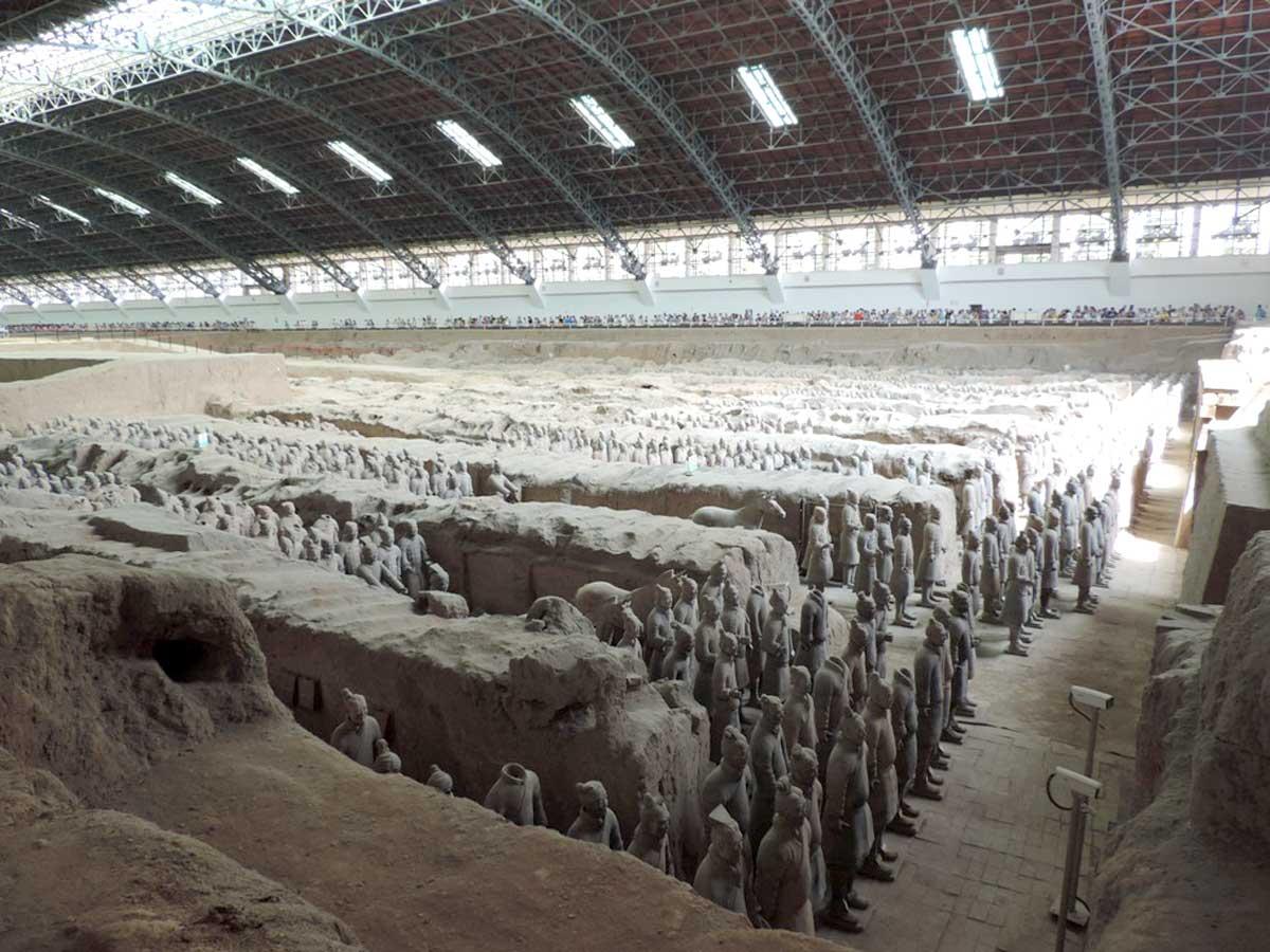 Visita ao Museu do Exército de Terracota na cidade de Xian - Existem milhares de estátuas em tamanho natural