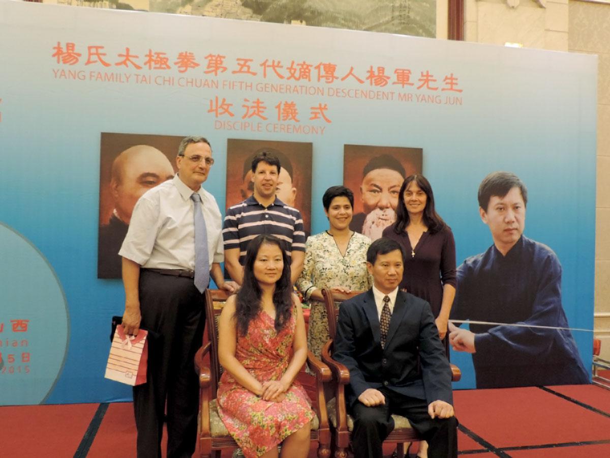 Mestre Yang Jun e Mestra Fang Hong com seus discípulos brasileiros