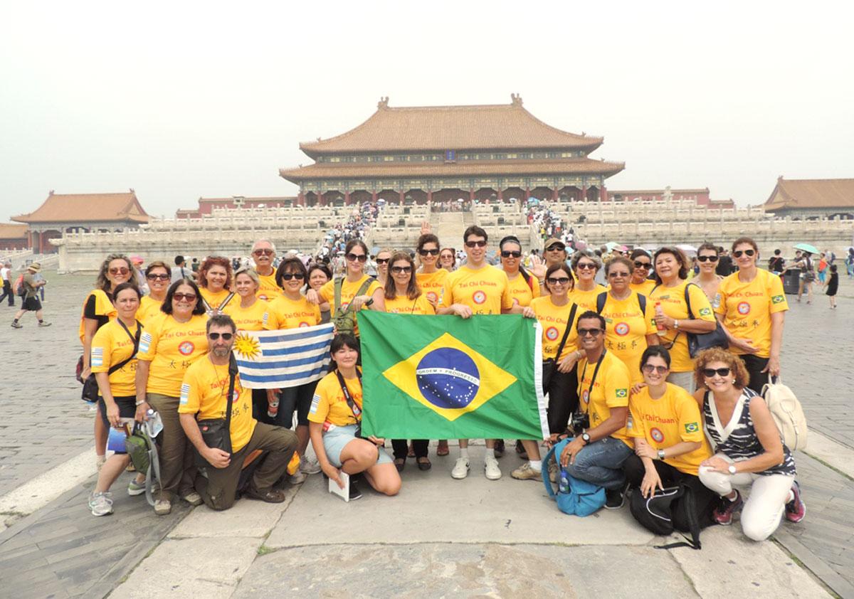 Algumas pessoas de nosso grupo latino na Cidade Proibida em Beijing, Província de Hebei