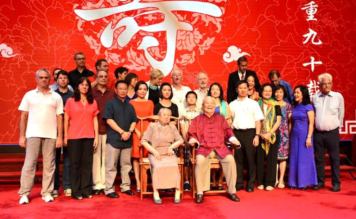 Comemoração dos 90 anos do Grão Mestre Yang Zhenduo - Mestres e Discípulos da Família Yang de Tai Chi Chuan